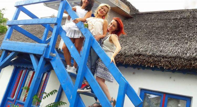 Urban girls @ the country. Incursiune de Sânziene, pe meleaguri dobrogene