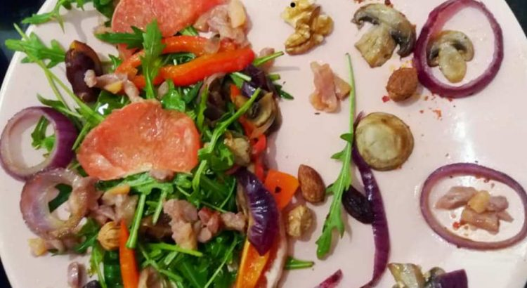 Power salad cu ton, ciuperci, rucolla și grepfruit