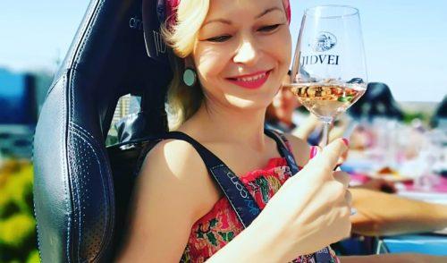 Bucureștiul se vede bine printr-un pahar de vin de la 50 de metri înălțime