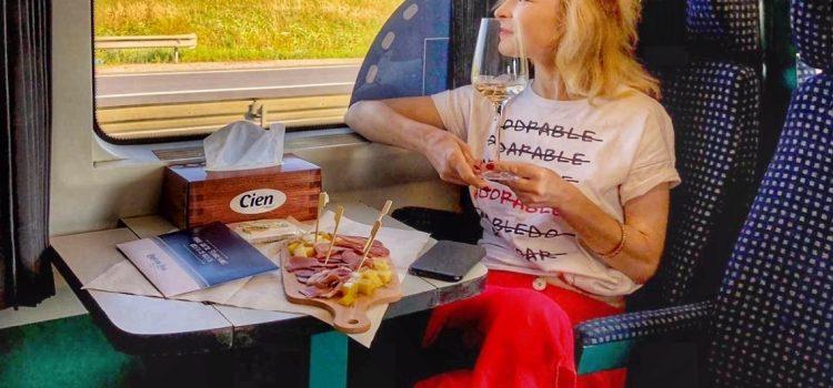 Poveste prin Transilvania frumoasă cu trenul care le știe pe toate