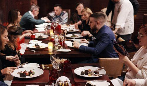Trending news of the week: 2-8 decembrie – lansări de carte: Joseph Hadad. Omul și Bucătăria Hoinară, FoodBloggers de iarnă, Revelion la Radisson si idei de cadouri