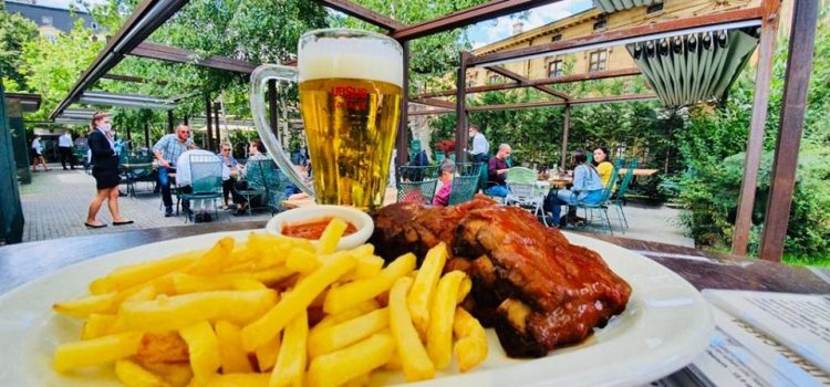 Terasele lanțului City Grill, ocupate 100% luni, la prânz (și chiar cu liste de așteptare)