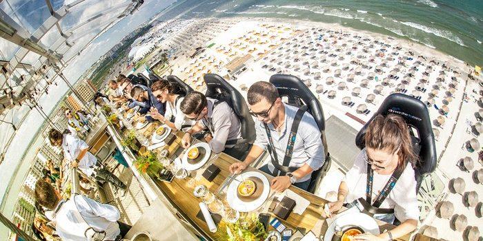 Cină cu adrenalină la 55 de metri deasupra mării