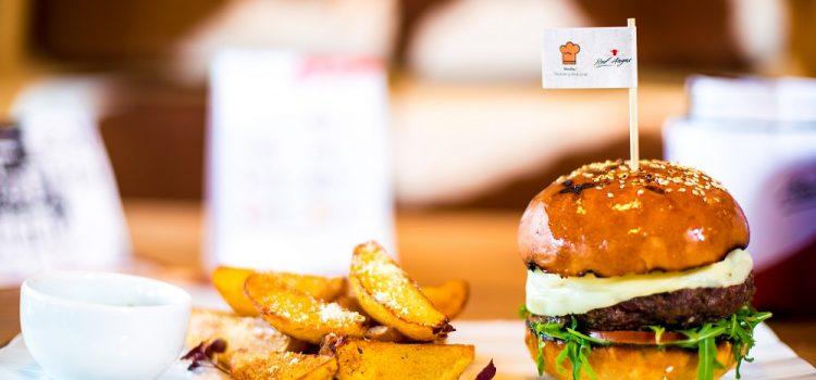 Meniu nou și discounturi în perioada următoare la Red Angus Steakhouse – 10 ani de la deschidere
