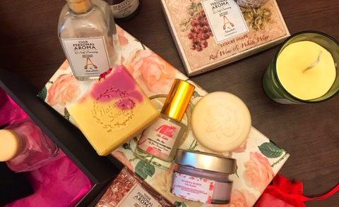 Noi cosmetice organice Luxury made in Romania cu trandafiri, lavandă și arome de vin pentru o vară înmiresmată. În ofertă doar luna mai!