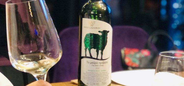 The Black Sheep – Sauvignon Blanc & Semillon, un cupaj cu nuanțe destul de intense, dar definit și fresh