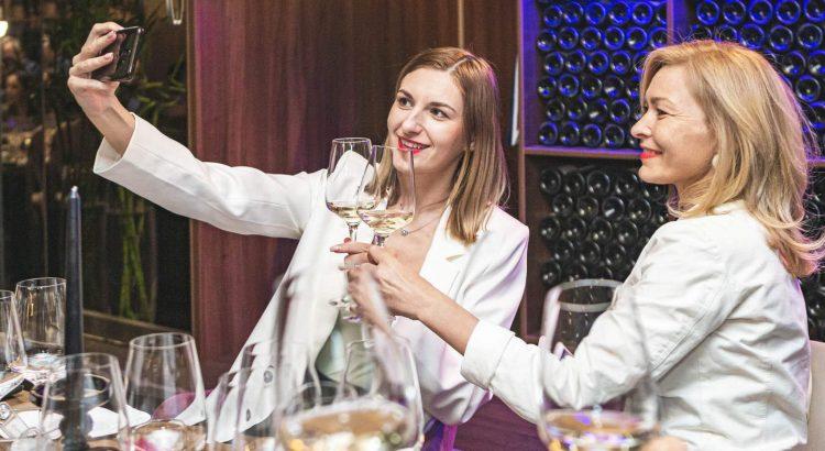 White Queen, Chardonnay, Crama Ferdi – un start perfect pentru o cină romantică sau o ocazie specială